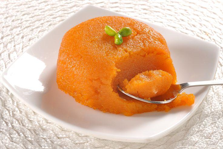 Gajar ka Halwa ist ein traditionelles Punjab-Dessert, das aus Karotten und Sahne zubereitet wird. Als Halva bezeichnet man eine Süßspeise in Form einer dickgerührten Paste oder eines Auflaufs. Halva ist in der asiatischen Küche eine sehr beliebte und gängige Nachspeise. Serviert wirdGajar ka Halwa meistens warm, direkt nach dem Hauptgericht. Mit den richtigen Zutaten und