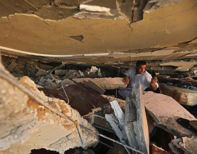 Israel pounds Gaza Strip (© REUTERS/Mohammed Salem )