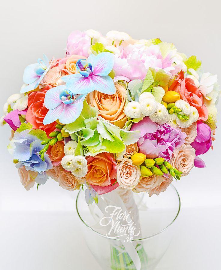 Buchet de mireasa cu hortensie, bujori, trandafiri, frezii, orhidee