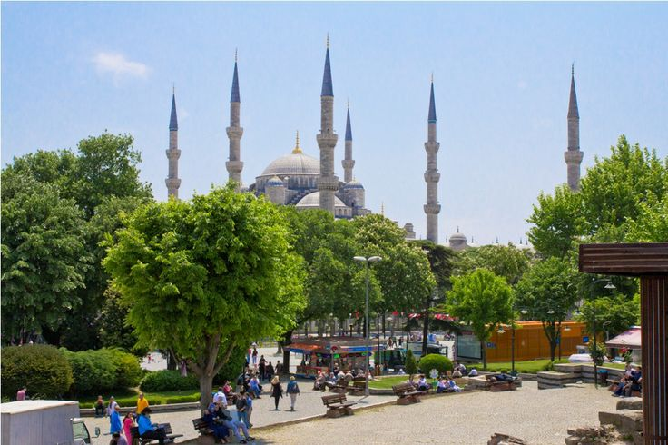 Blue Mosque, Istanbul on a #sunny day! #traveling #cruising #turkey #bluemosque