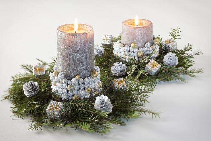 Na wigilijnym stole nie powinno zabraknąć stroika zrobionego z zielonych gałązek, świątecznych ozdób i eleganckich świec. Jeżeli masz w planach przygotowanie takiego stroika na swój świąteczny stół, proponujemy wzbogacić go o wyjątkowy świecznik. Zobacz, jak zrobić oryginalny świecznik z kulek z folii aluminiowej