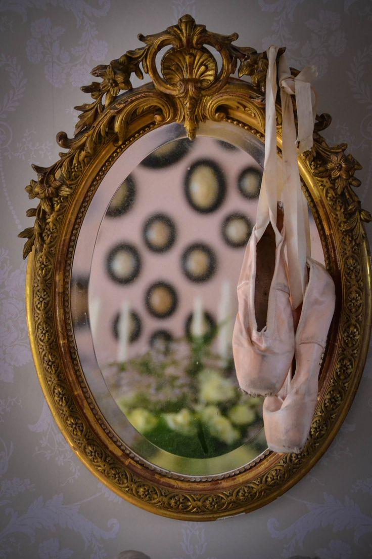 Prachtige oude spiegel met spitzen. Shabby chic / brocante
