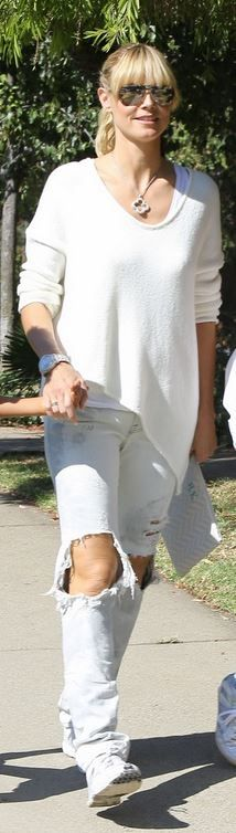 Who made  Heidi Klum's blue print clutch handbag, sneakers, and white v neck sweater?