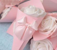 50 pz Rosa/Viola/Blu/Arancio Coni Gelato Fiore bianco di Nozze Favori Bomboniera Contenitori di Caramella Scatole di Carta Contenitore di Regali(China (Mainland))