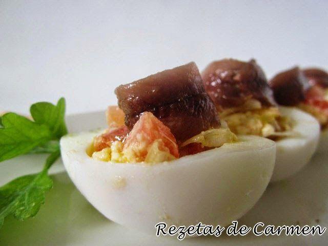 rezetas de carmen: Huevos rellenos con anchoas, tomates y lechuga