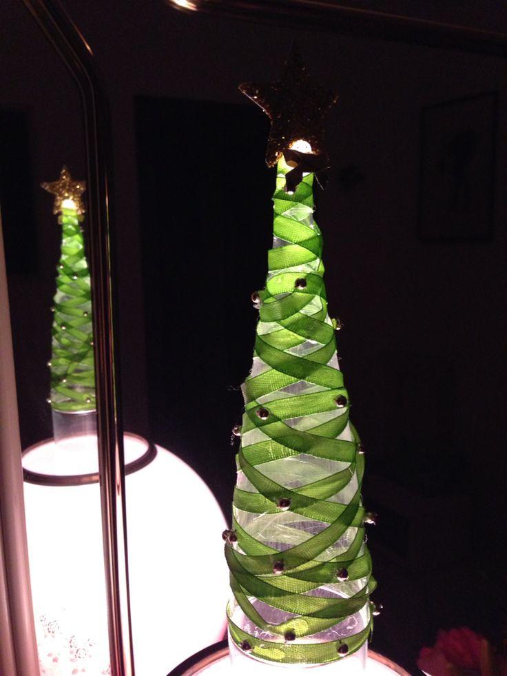 mini xmas tree with plastic flûte