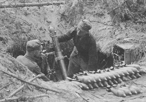 Finnish soldiers firing their 81mm mortar. Continuation war