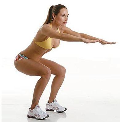 Com os braços estendidos na altura do peito, pode segura uma vassoura, separe as pernas um pouco e faça movimentos como se estivesse sentando. Não desça muito, pois pode causar lesões. Recomenda-se fazer 2 sessões de 15 repetições. Esse exercício fortalecerá a musculatura das coxas, a parte interna, e o bumbum. É recomendado para mulheres gestantes, pois ajuda na dilatação.