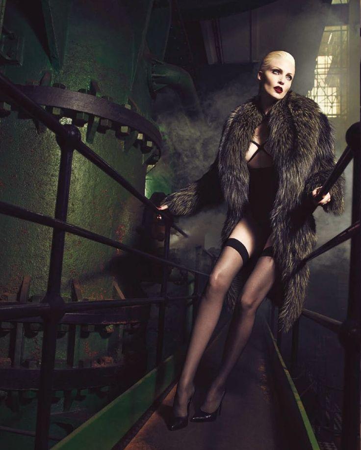 Vogue Alemanha Novembro 2014 | Nadja Auermann por Luigi+Iango [Editorial]