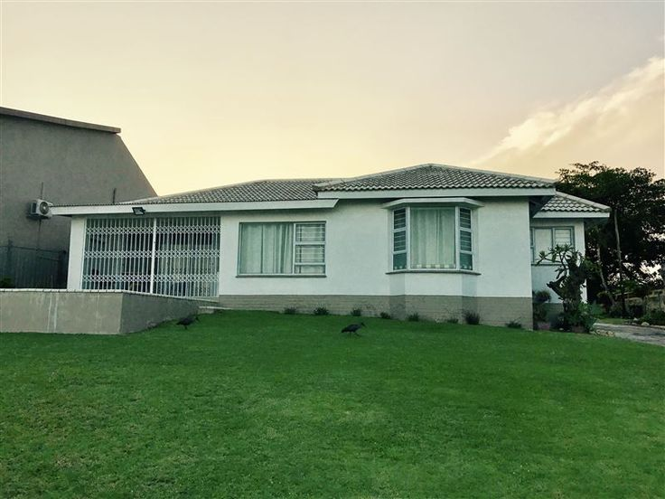 20 on Hibiscus - 20 on Hibiscus is situated in the vibrant seaside town of Margate, with an amazing 180-degree sea view.The house accommodates up to six guests and features a fully equipped kitchen, a six-seater dining ... #weekendgetaways #margate #southcoast #southafrica