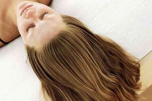 Длинные, объемные, сильные и здоровые волосы — мечта многих женщин. Но мало кто с легкостью может добиться такого результата Зачастую дело в том, что женщины не обращают на волосы достаточного внимания и не заботятся о них должным образом. Волосы необходимо правильно увлажнять, а расческа должна быть подходящей.