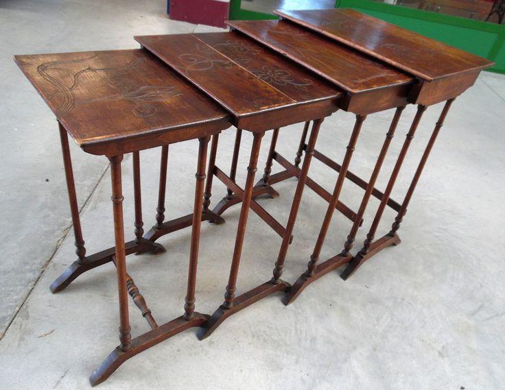 4 tavolini ad incastro detti 'a gigogne' con piani incisi motivi floreali