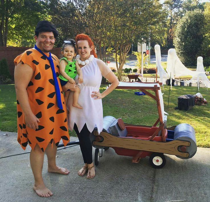 Flintstones family costume! Fred, Wilma, Pebbles, and the flinstones car.  Converted my LOs wagon using Sono tubes, 1x2's, drop cloth, and card board. #Yabadabado #Flintstones #Flintstonescar