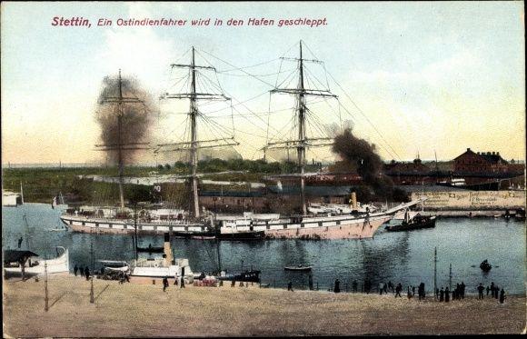 Ansichtskarte / Postkarte Szczecin Stettin Pommern, Ein Ostindienfahrer wird in…