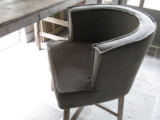 Prachtige stoel Dirkje van Aura Peeperkorn Leverbaar in 3 kleuren: lichtgrijs, taupe en linnen. Afgebeeld model is taupe. Op bestelling leverbaar. Medio februari 2018 weer op voorraad bij Aura Peep…
