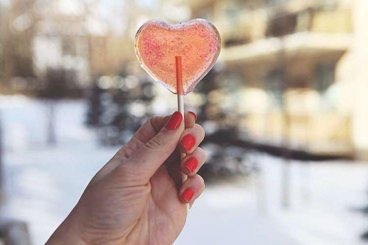 Να αγαπάς τον εαυτό σου Τελικά είναι τόσο δύσκολο σε αυτήν τη ζωή να μάθουμε να αγαπάμε τον εαυτό μας; Το να έχεις αυτοεκτίμηση, αυτοαποδοχή, να μπορείς πρώτος εσύ να εκτιμάς αυτό που είσαι και αυτό που έχεις… Να αγαπάς και να σέβεσαι την ύπαρξή σου! Η αγάπη, η αποδοχή, η εκτίμηση προς τον εαυτό …