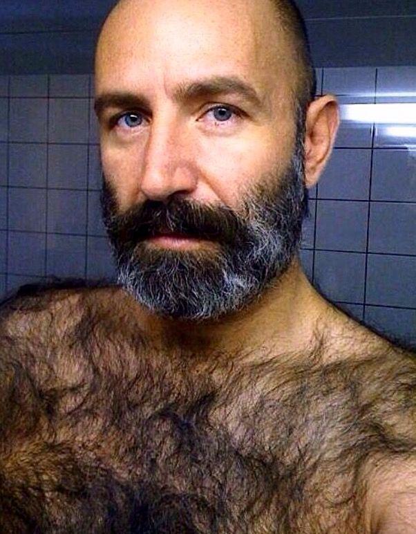 mature et gay homme musclé poilu