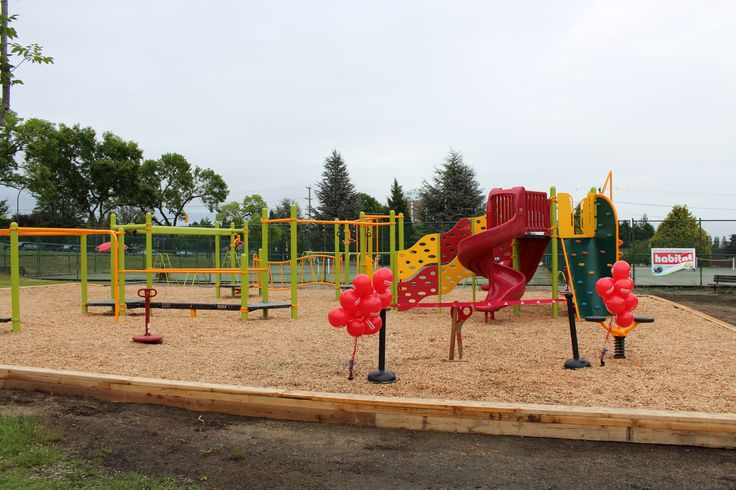 Sir Wilfrid Laurier Elementary, Vancouver, BC. Featuring: Landscape Structures PlayBooster Structure and Sof'Fall Engineered Wood Fibre Surfacing.