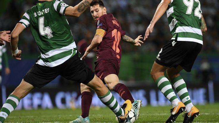 ICYMI: Video: Un aficionado se lanza a la cancha durante la Liga de Campeones para besar la bota de Messi