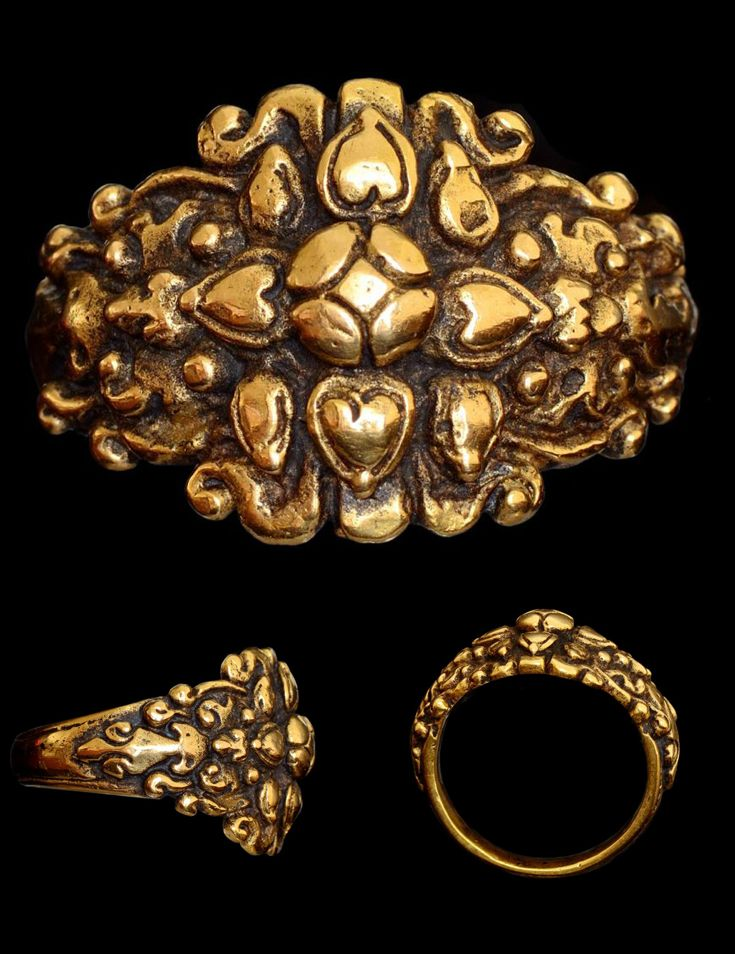 Indonesia ~ Central Java | Gold ring in the form of a globular eight petal lotus design | 12th - 15th (?) century