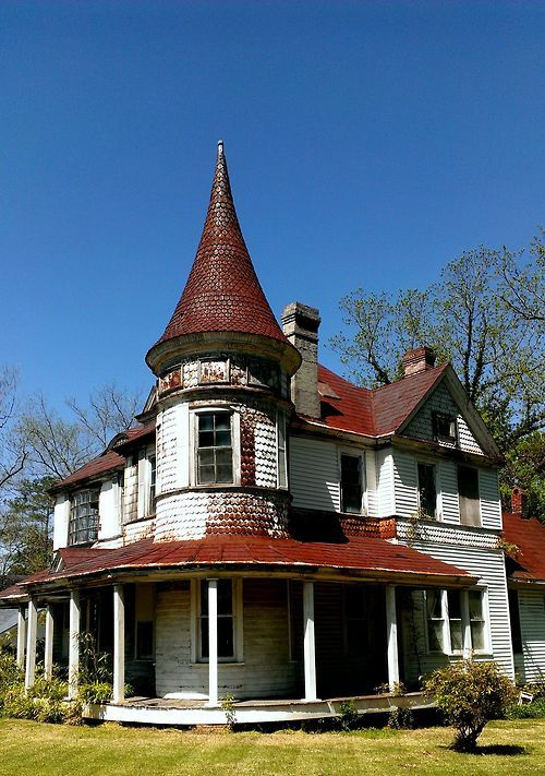 Incredible Abandoned Victorian House in Chester, NC Source: mikejones84 (reddit)[[MORE]]mikejones84:Someone is maintaining the yard, but the house is vacant and rotting away. Hopefully someone will restore this beauty before it is too late.