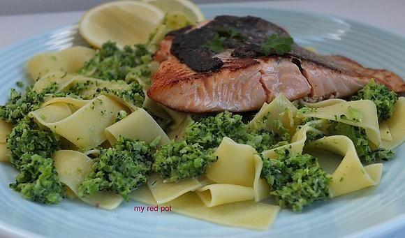 Makaron w sosie brokułowym z łososiem