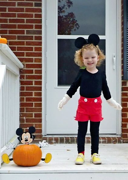 @Joelle, no instructions, but that just looks like some key pieces of kids clothes from Target! ;)