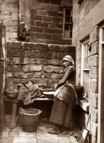 :::::::::: Vintage Photograph :::::::::   Fisher Woman, Whitby, England