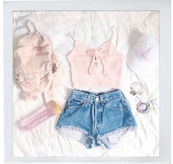 A guide to packing light for travel. Best outfits to bring when traveling. H…