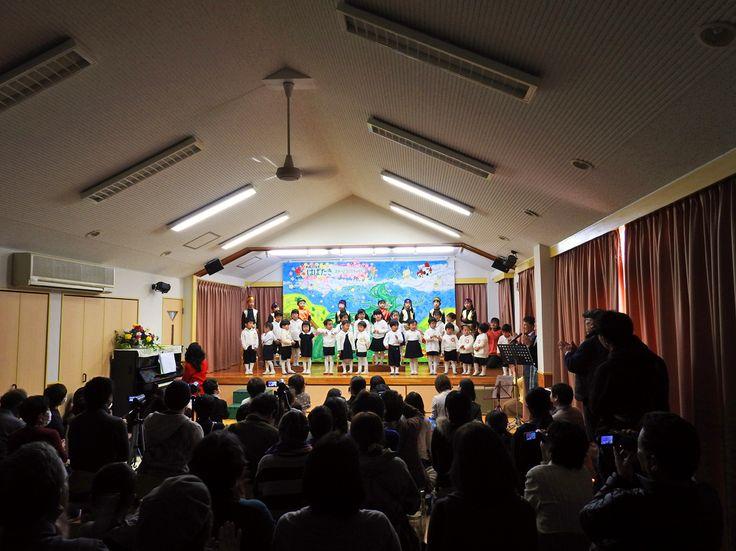 2016年3月5日(土)こんにちは。1年の締め括り、幼稚園の発表会。12月からコツコツと練習を重ねてきたミュージカル調のお芝居、歌や楽器の演奏の披露を見に行ってきました。一生懸命に台詞や歌を覚え、舞台に立つ姿に感動。年長さんに至っては、木琴に鉄琴、ピアニカからラッパまで複数の楽器を掛け持ちで演奏。これには本当に驚かされました!年中半袖半パンに草履で駆け巡るだけでなく、全員で何かをやり抜くこと、さらに仕付けについても厳しく指導してくださる幼稚園。新年度から年長&年少になる我が子の「やりきった」表情が大変気持ちよく感じられました。先生方に感謝。いつも有り難うございますm(__)m  それでは、今日も皆様にとって良い1日になりますように☆ 【加古川・藤井質店】http://www.pawn-fujii.jp/