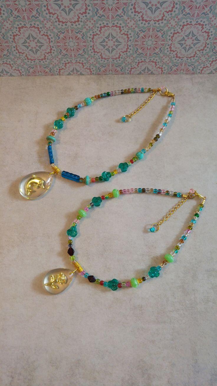2 Kleurige kettingen gouden dolfijn en roos kristal druppel hanger, voor kinderen of dames xs en s via Birdie Accessoires