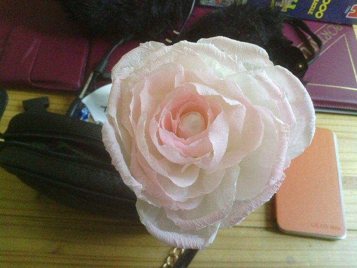 Roos van crepepapier