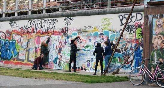WALK WITH STEFANIE SCHAIRER: BLIND DATE. Berlin 29 June 2013. Picture Valentina Marinone andArt & Tours