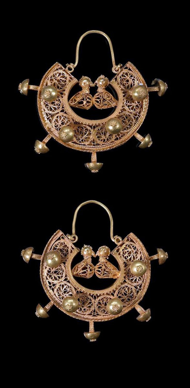 Persia | Pair of filigree gold earrings with confronting birds | ca. 11th - 12th century | Est. 5'000 - 7'000£ ~ (Apr '12)