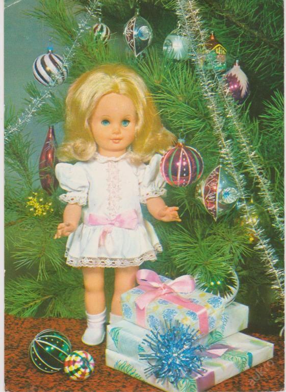 V�NOCE: panenka blond u strome�ku, ozdoby, d�rky