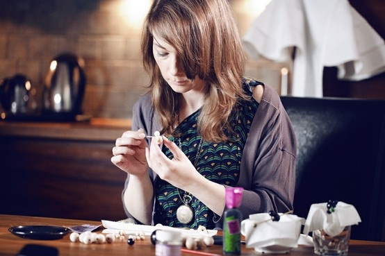 """Joanna Misztela w trakcie pracy nad projektem dla """"Minnie - Ikona stylu"""" Copyright ©Disney"""