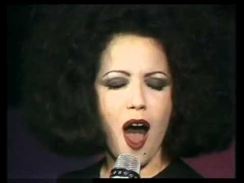"""Antonella Ruggiero Matia Bazar - Ti Sento (1985).  I Matia Bazar sono un gruppo musicale italiano di musica pop, con sperimentazioni rock, formatosi nel 1975 a Genova. Vincono il primo Telegatto come """"miglior gruppo italiano"""", secondo TV Sorrisi e Canzoni."""