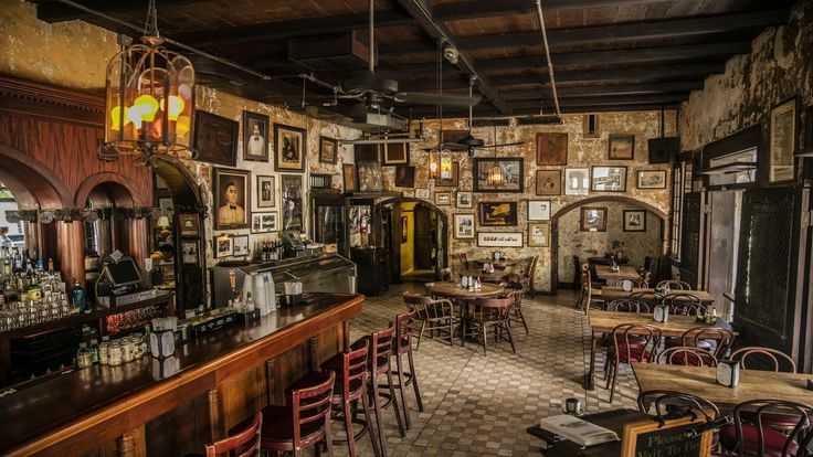 New Orleans is known for their craft cocktails, wild nightlight and authentic cuisine. Check out our bar guide to New Orleans.