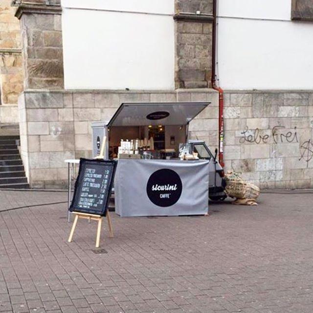 Wochenmarkt.  Essen Innenstadt  Marktkirche   Flachsmarkt  #sicurini  #sicurinicaffe #mobilescafe  #faema #faemae61 #faemae61legend #coffee #espresso #cappuccino #cappuccinotogo #ToGo #takeaway #kaffeemobil #kaffee #streetfood #essen #city #lattemacchiato #butfirstcoffee #coffeeisalwaysagoodidea #coffeebreak #coffeexample #coffeeadicted