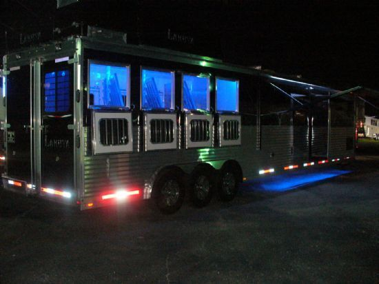 2014 Lakota BIG HORN B8418 DS 4 Horse Slant Load Gooseneck Horse Trailer With 18ft Living Quarters