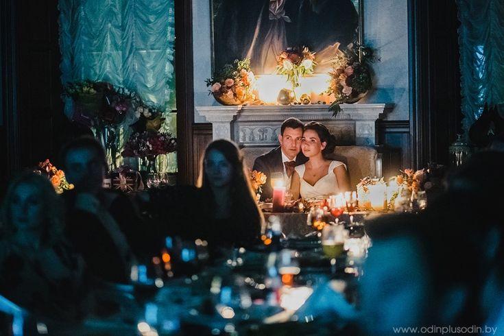 Портрет молодых и их реакция на происходящее на свадьбе. Интересна композиция и свет