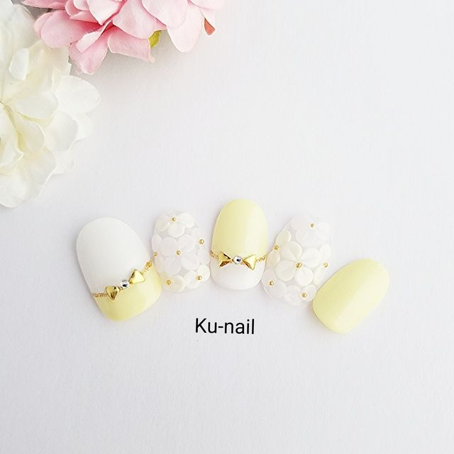 Cute. Yellow. White. Bows. Flowers