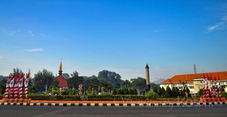 Tugu Muda #Semarang dengan latar di belakang Gereja Katedral dan Museum Perjuangan Mandala Bhakti