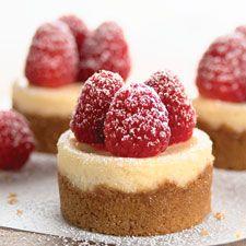 Per piccoli momenti di golosità! Mini cheesecake LEGGI LA RICETTA http://www.dolciricette.org/2012/08/cheesecake-ricotta-e-mascarpone-fredda.html