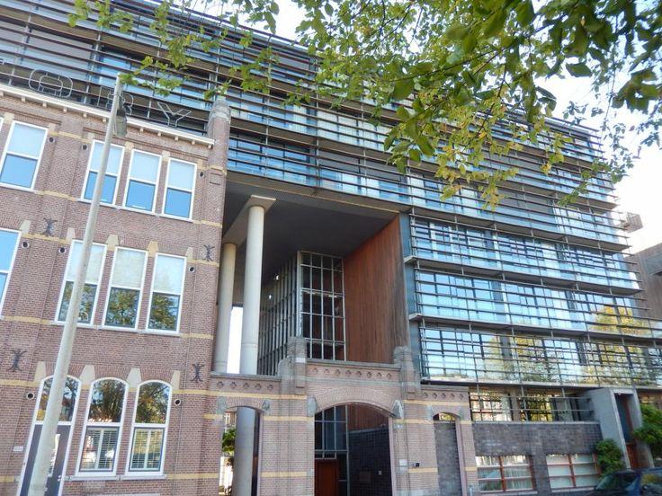 Sloterkade | Oud-Zuid | Amsterdam (stad)  Woonruimte te huur in Oud-Zuid Amsterdam. Vanaf 01-10-2015 komt er een Appartement beschikbaar! Het heeft een oppervlakte van 115m2 3 kamer(s) en 2 slaapkamer(s). Het zal Gemeubileerd opgeleverd worden. De huurprijs is 2.400- per maand (exclusief). De borgsom bedraagt 4.800-. Matchen jouw woonwensen met deze woonruimte?  EUR 2400.00  Meer informatie