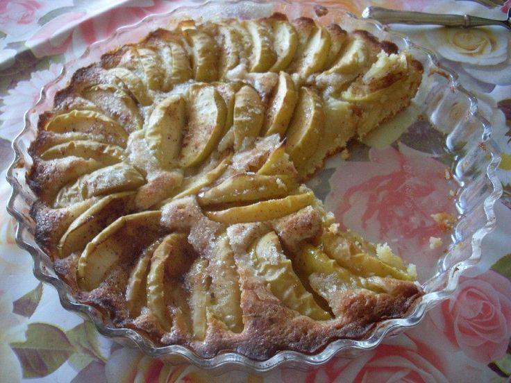 Helppo omenapiirakka valmistuu nopeasti vaikka yllätysvieraille. Käyttäjältä touho1984.