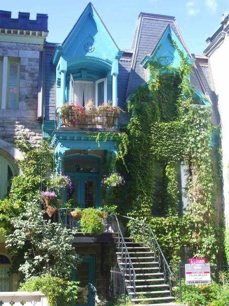Carré Saint-Louis, Montréal. Jolies maisons victoriennes face au parc.