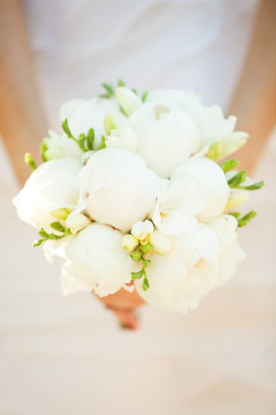 style me pretty - real wedding - australia - new south wales - coorabell wedding - peppers coorabell retreat - bride - bridal bouquet
