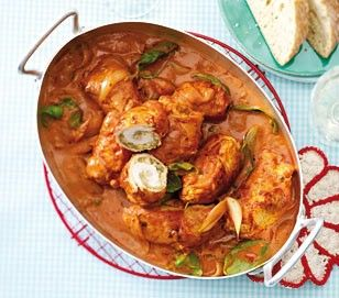 """Hähnchenröllchen in Tomatenrahm Rezept...kann aber auch nach Lust und Laune anders gefüllt werden. Wichtig ist aber der Käse, der die Füllung """"hält""""!"""