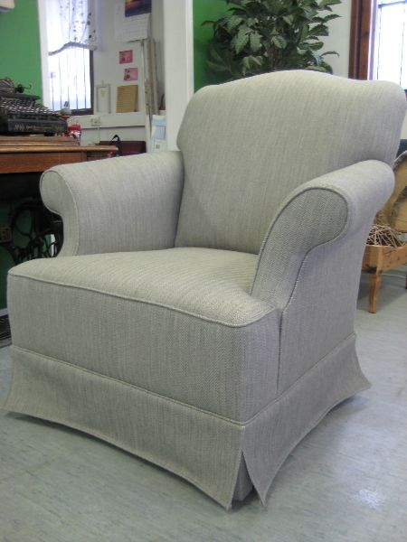 Teollinen nojatuoli uudelleenverhoiltuina, pienin/suurin mallinmuutoksin.